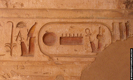 Relief van een cartouche uit de Abydos Tempel.