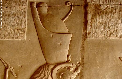 Relief van Horus met Dubbele Kroon.