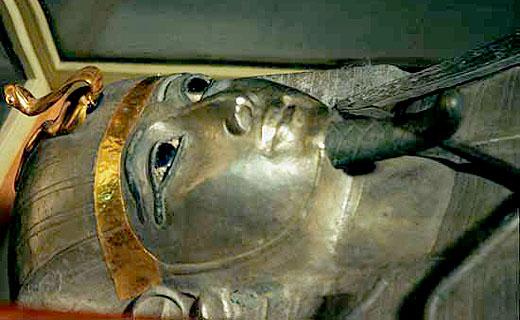Zilveren sarcofaagkist van farao Psusennes I.