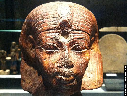 Fragment van een beeld van farao Amenhotep III in het RMO Leiden.