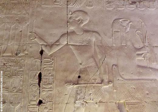 Farao Seti I afgebeeld op de Abydos tempel.
