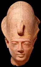 Beeld van farao Amenmes.