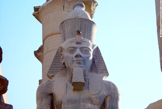 Beeld van farao Ramses II.