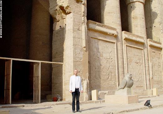 Bij de Tempel van Edfu.