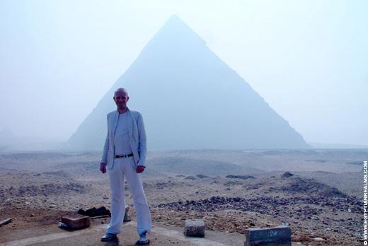 Bij de Piramides van Gizeh.