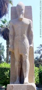 Beeld van farao bij Memphis.