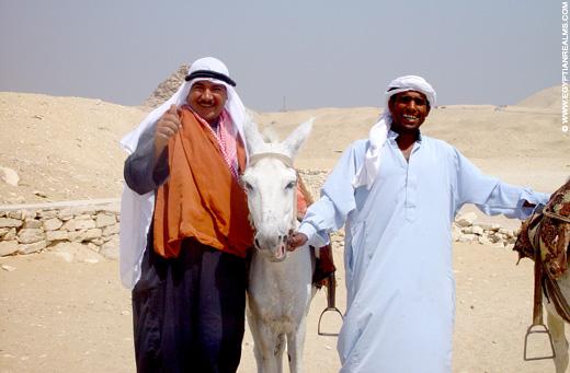 Egyptenaren op het terrein bij Saqqara.