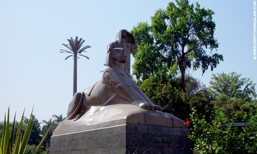 Beeld van Sphinx bij de Zoo in Cairo.