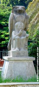 Beeld van Horus in de Zoo van Cairo.