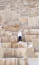 Op de blokken van de Grote Piramide.
