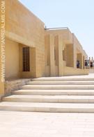 Bij het Imhotep museum in Saqqara.