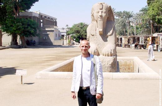 Bij de Sphinx in Memphis.