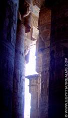 Pilaren in de Dendera Tempel.