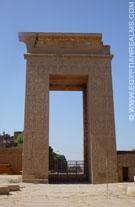 Toegangspoort van de Karnak Tempel.