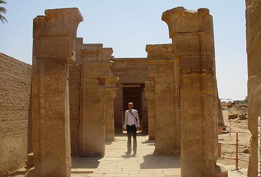 Restanten van een kapel naast de Karnak Tempel.