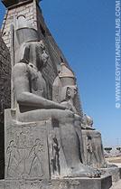 Grote beelden voor de Luxor tempel.