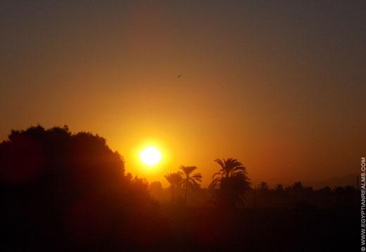 Zonsopkomst in Luxor, Egypte.