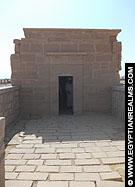 Kleine kapel voor de Tempel van Al-Kab.