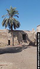 Opgedroogte meer bij de Dendera Tempel.