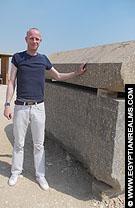 Op het terrein van de Meidum Piramide.