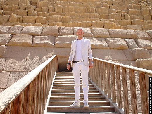 Piramide van Menkaure te Gizeh.