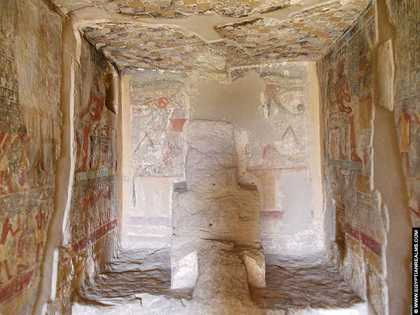 Inside the tomb of Renni - EK 7