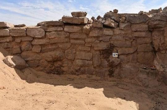 Six tombs discoverd at Aswan.