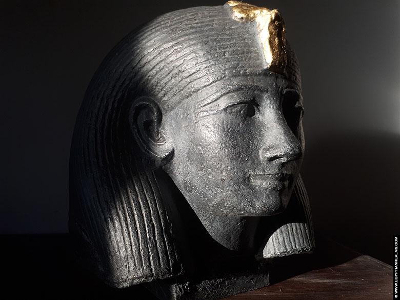 Replica statue of pharaoh Hatjepsut.