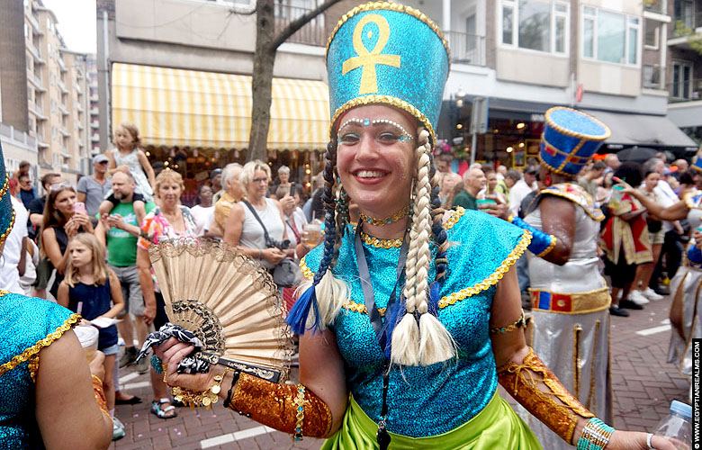 Egyptische koninginnen op zomercarnaval Rotterdam