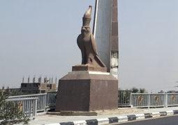 Beeld van Horus op de wesbank van Luxor