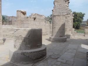 Pilaren van de Al-Tud Tempel