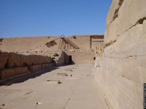 Op het dak van de Dendera tempel