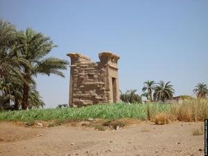 Restanten op het terrein van de tempel