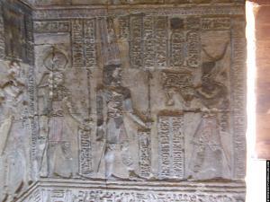 Relief van Farao in het heiligdom