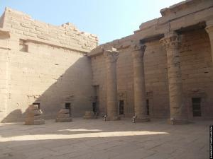 Binnenhof van de Kalabsha Tempel