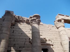 Pilaren in de Kalabsha Tempel
