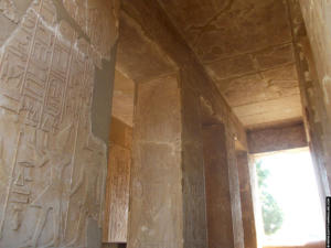 Pilaren met reliefs van Sesostris