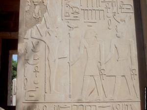 Relief van Sesostris met Amun