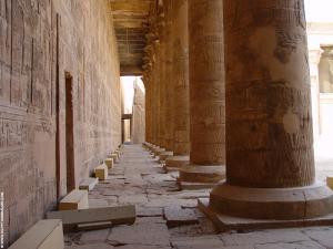 Edfu-Tempel binnenhof pilaren