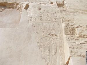 Relief van Hathor op een muur