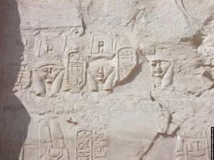 Reliefs van Hathor op een muur