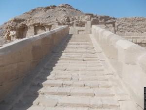 Trap naar de Nekhbet Tempel