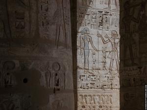 Reliefs in de Habu tempel