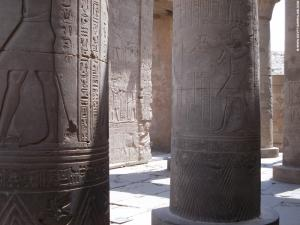 Kom-Ombo Tempel pilaren