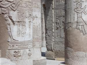 Kom-Ombo reliefs pilaren