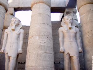 Beelden in de Luxor Tempel