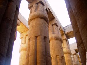 Enorme pilaren van de Tempel