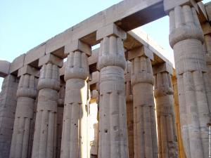 Pilaren in de Luxor Tempel