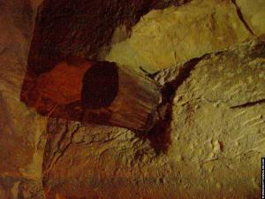 Houten balken in de piramide