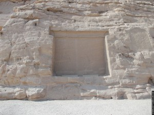 Uitgehouwen in de berg van de tempel